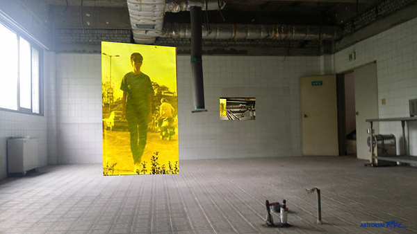 14. 배희경_고요한 행진-부천, 한국(Silent March-Bucheon, Korea), 디지털 프린트에 아크릴 채색(Acrylic on digital print), 221x147cm, 2015