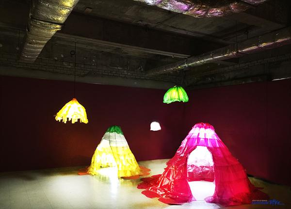 6. 랑_피었습니다, 비닐봉지,LED, 가변설치, 2015